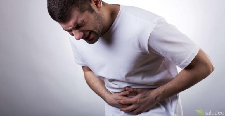 hombre con dolor de estómago