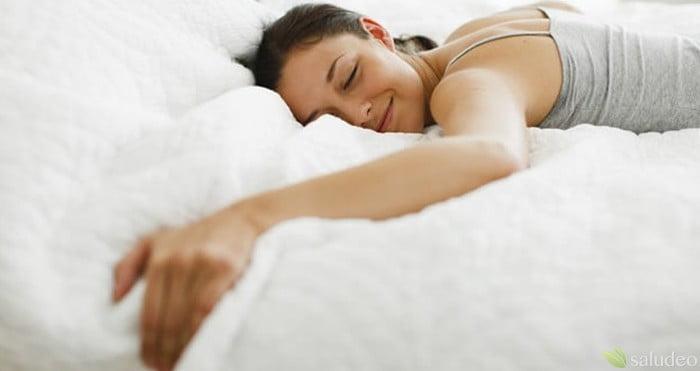 dormir para bajar de peso